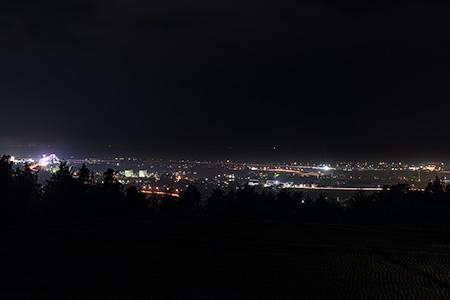 阿古屋野古墳の夜景
