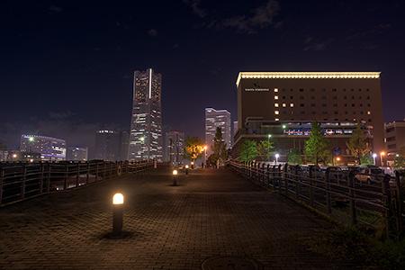 運河前遊歩道の夜景
