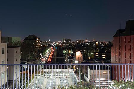 成城コルティ 屋上庭園の夜景