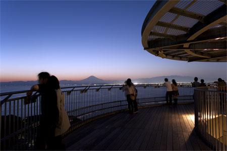 江の島シーキャンドルの夜景