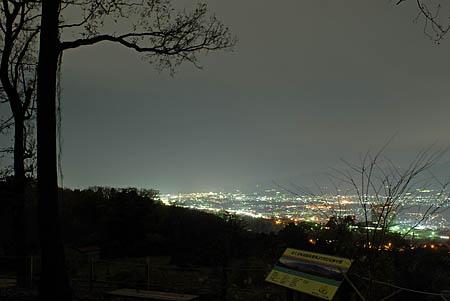 富士見塚見晴休憩場の夜景