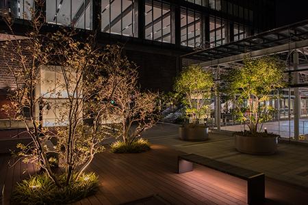 グランフロント大阪 北館7階デッキの夜景