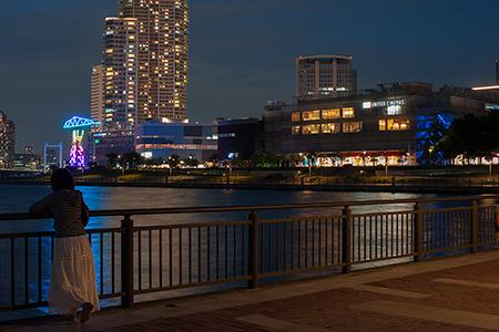 春海橋公園 ガスの科学館前の夜景