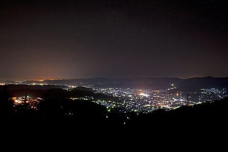 幡立山城跡近くの夜景