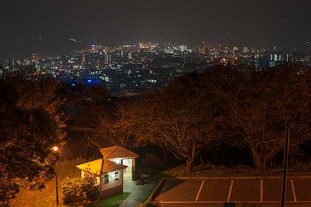 平和記念塔の夜景