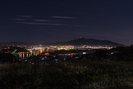 火野葦平文学碑の夜景