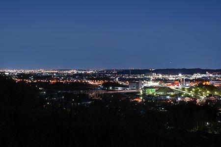 平井妙見宮の夜景