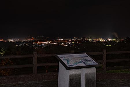 万葉公園 人麻呂展望広場の夜景