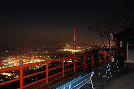 猪子山 北向岩屋十一面観音の夜景