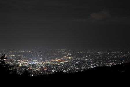 全国殉国学徒英霊慰霊塔の夜景