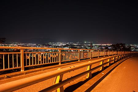 じんが森大橋の夜景
