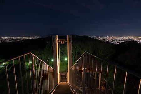 鐘の鳴る展望台 信貴生駒スカイラインの夜景