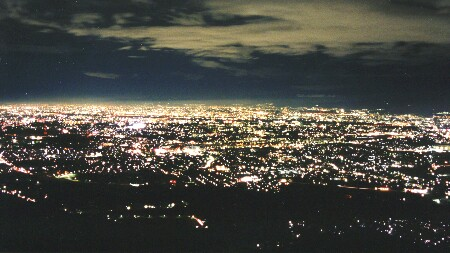 交野山観音岩の夜景