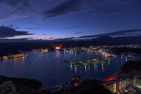 ホテル勝浦 山上館屋上の夜景