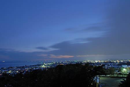 海のみえる岸岡山緑地の夜景