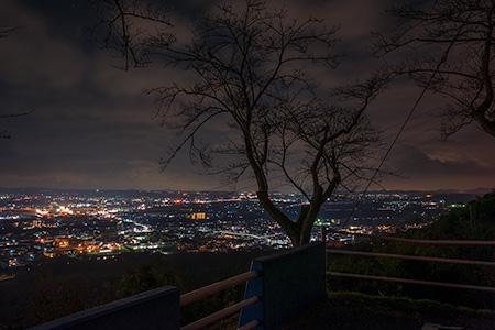 光明寺 駐車場の夜景