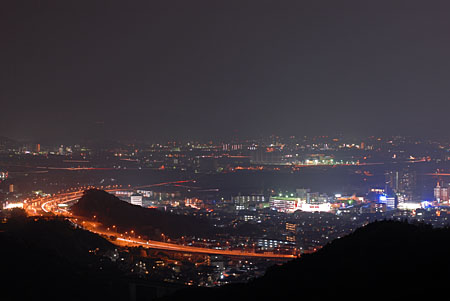 小坂峠見晴らしバス停の夜景