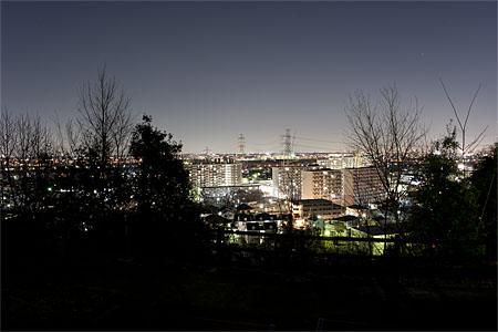向陽台給水所の夜景