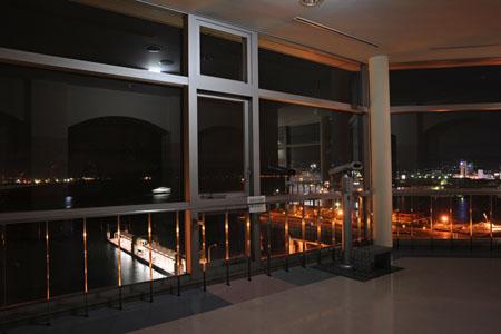 呉中央桟橋ターミナル展望室の夜景
