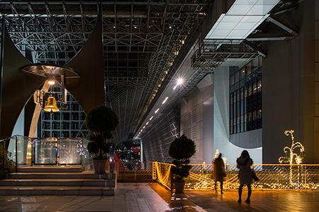 京都駅 烏丸小路広場の夜景