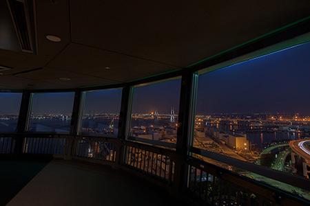 横浜マリンタワーの夜景
