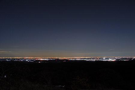 マザー牧場正門前の夜景