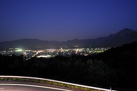 秩父ミューズパーク 旅立ちの丘の夜景