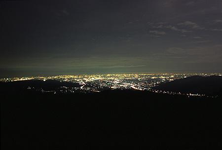 明神の森の夜景