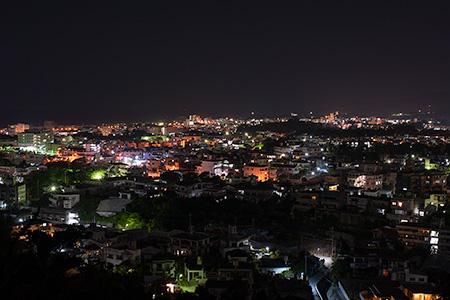 名護中央公園 道路沿いの夜景