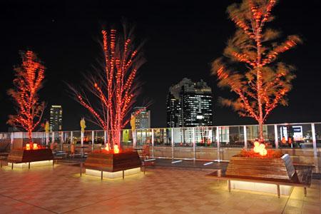 ノースゲートビルディング 風の広場の夜景