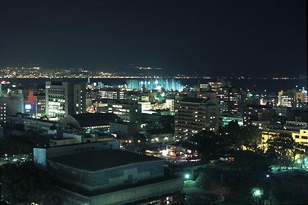 大分県庁舎新館 展望ロビーの夜景