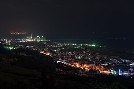 ペリーの旗立岩の夜景