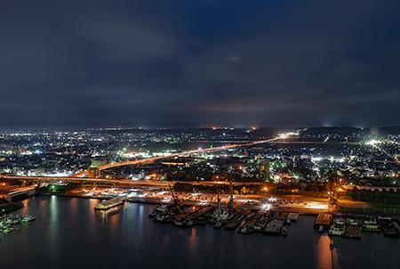 四日市港ポートビル うみてらす14の夜景