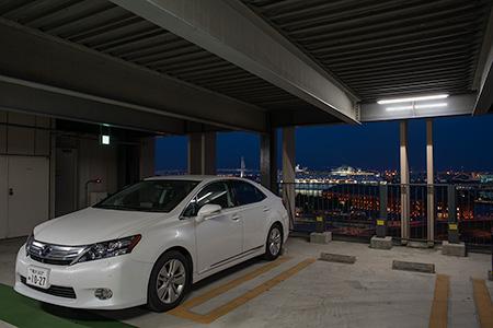 横浜ワールドポーターズ 駐車場の夜景