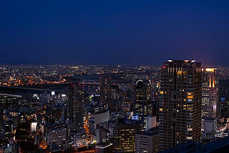 梅田スカイビル空中庭園の夜景