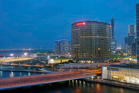 そごう横浜店 太陽の広場の夜景
