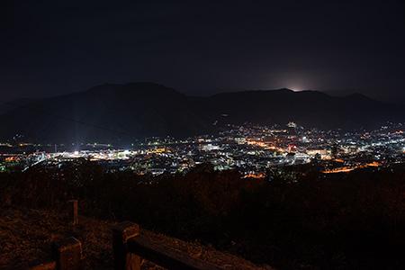 高梁市ループ橋 展望台の夜景