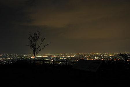 高尾城趾 見晴らし台の夜景