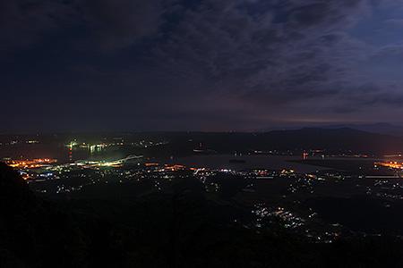 竹の古場道路の夜景
