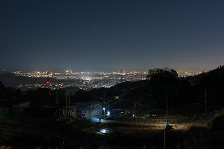 竜田古道の里山公園前の夜景