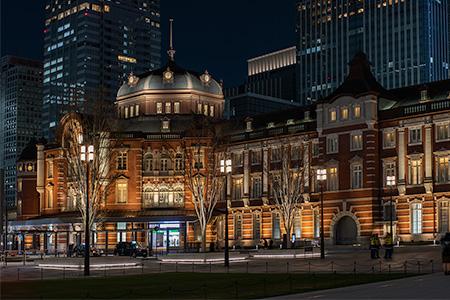 東京駅・丸の内駅前広場の夜景