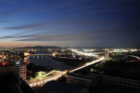豊橋市役所 展望ロビーの夜景