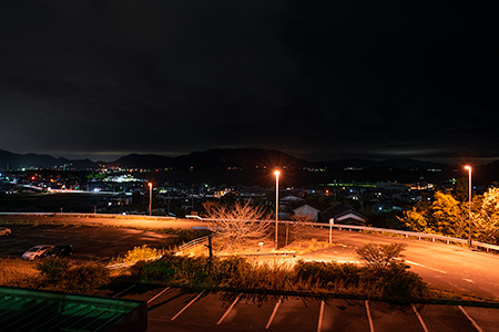 津田の松原SA(上り)の夜景