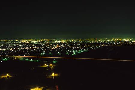 ツインアーチ138の夜景