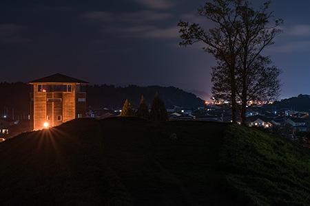 柳田布尾山古墳の夜景