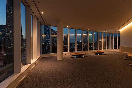 横浜市役所 市民ラウンジの夜景