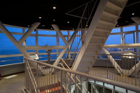 横浜港シンボルタワーの夜景