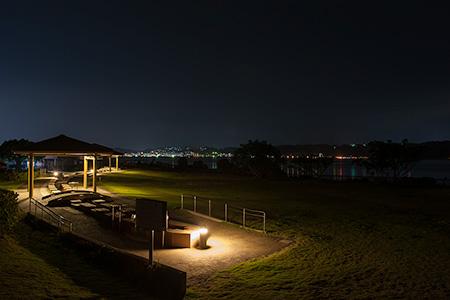 溶岩なぎさ公園足湯の夜景